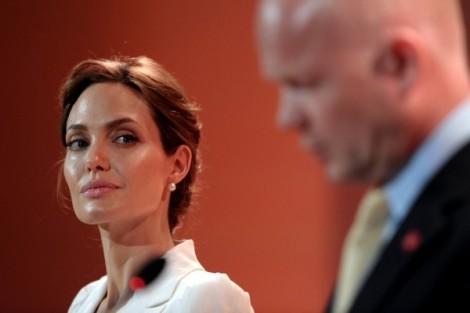 Angelina Jolie devient Sage