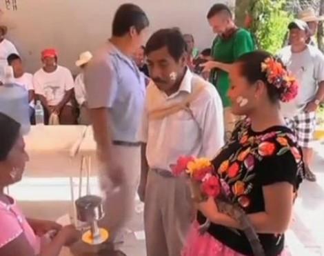 Marié à un crocodile au Mexique