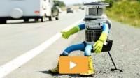 HitchBot, le robot Alien, traverse le Canada en auto-stop