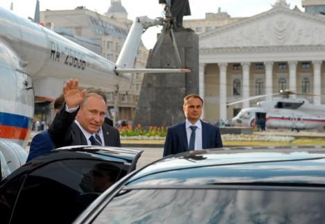 Poutine organise la riposte aux sanctions occidentales