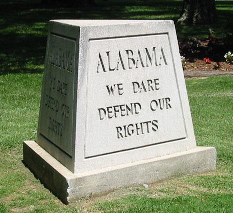 Un juge fédéral bloque une loi restreignant l'avortement en Alabama