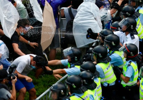Hong Kong tensions entre manifestants et gouvernement central