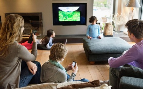 regarder la t l vision en surfant sur internet pourrait alt rer le cerveau. Black Bedroom Furniture Sets. Home Design Ideas