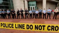 Affaire Mike Brown: le policier de Ferguson pas poursuivi, selon les Anonymous