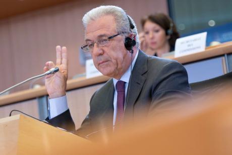 Dimitris Avramopoulos commissaire europeen immigration Europe forteresse