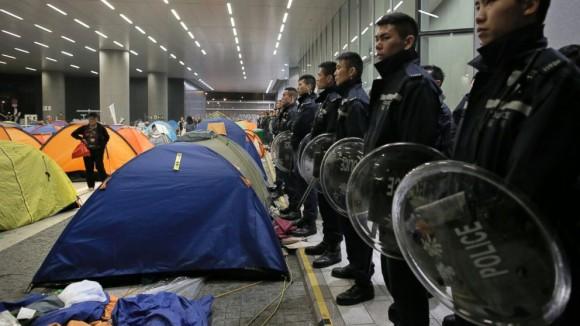 Hong Kong manifestants masqués prendre Parlement