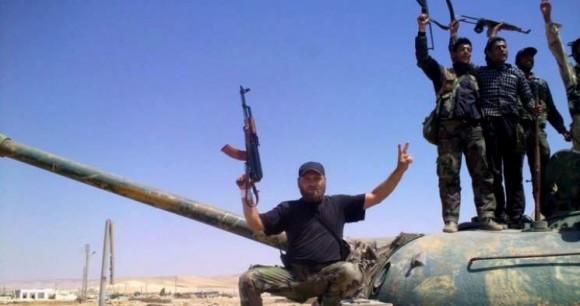 Les rebelles modérés rejoignent Al Qaïda avec les armes américaines