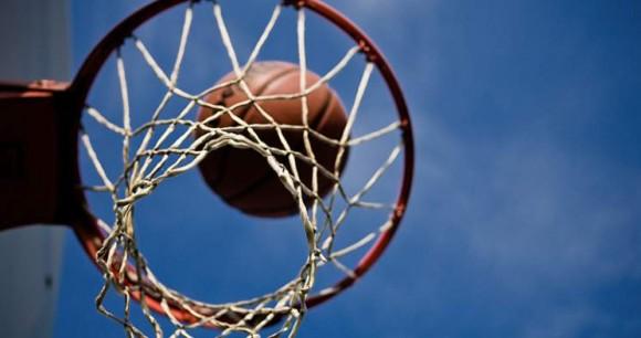 Etats-Unis basket entraineur succes suspendu