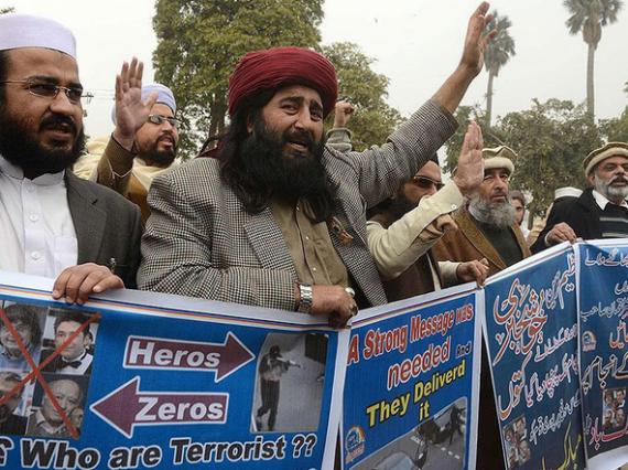 Pakistan - un imam fait honorer les frères Kouachi