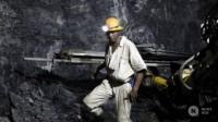 Afrique du Sud: 500 mineurs secourus, prisonniers de leur mine en raison d'un incendie