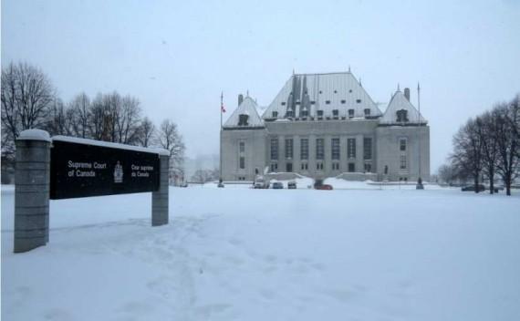 Canada : la Cour suprême oblige le gouvernement à légaliser le suicide assisté