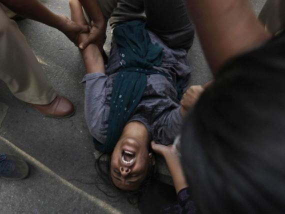 Angleterre : police et services sociaux abandonnent des mineures violées par des gangs pakistanais