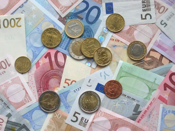 Euro s enfonce dollar