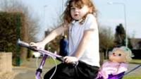 Grande-Bretagne: la police interpelle une enfant de quatre ans pour avoir fait du vélo sur le trottoir