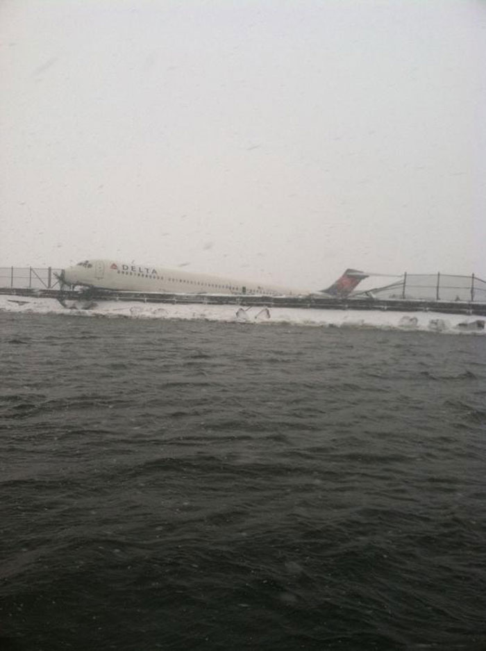 New-York-tempete-de-neige-derapage-avion