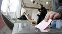 Votation en Suisse: le peuple refuse la taxe sur l'énergie au nom de l'écologie