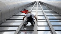 La photo : Alain Robert fait l'ascension de la tour Montparnasse