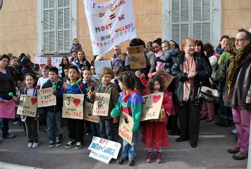 Alpes-Maritimes la colère de parents et d'enseignants contre les fermetures de classes