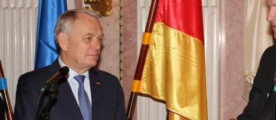 Jean-Marc Ayrault critique réforme collèges