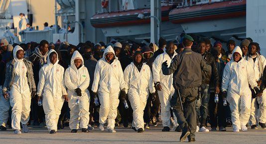 """Ces pauvres gens qui venaient de traverser la Méditérannée """"JETEZ LES A LA MER"""" Migrants-des-chr%C3%A9tiens-jet%C3%A9s-%C3%A0-la-mer-par-des-musulmans"""