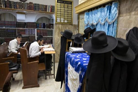 juifs dénoncent enseignement Yeshivas écoles talmudiques ultra-orthodoxes