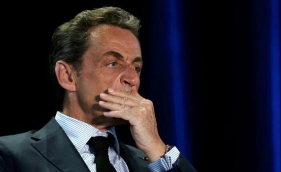 Face à Hollande, Sarkozy demeure Républicains