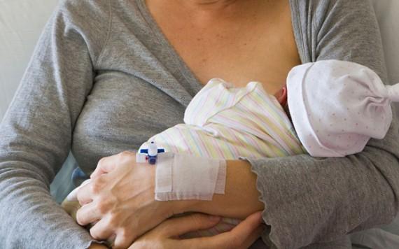 GPA: un juge des affaires familiales au Royaume-Uni condamne une mère porteuse à remettre son bébé à un couple gay