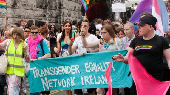 Irlande après l'adoption du mariage gay, les activistes LGBT de PinkNews réclament des droits pour les transgenres