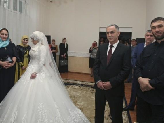 Polygamie islamique: une jeune fille de 17 ans devient la seconde épouse d'un Tchétchène de 47 ans