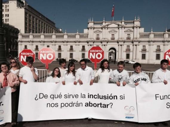 Des jeunes trisomiques manifestent contre l'avortement au Chili