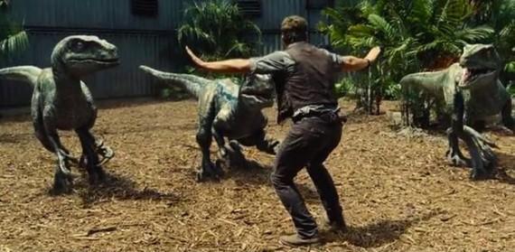 Sondage: 41% des Américains pensent que dinosaures et hommes ont pu coexister sur la Terre  Le débat sur les dinosaures vient d'être relancé une fois encore par la sortie du film Jurassic World, dans lequel des hommes sont menacés par des dinosaures qu'ils viennent de «réveiller» en trafiquant des ADN… L'institut de sondage américain YouGov en a profité pour poser la question à 1.000 adultes américains: pensent-ils que les dinosaures et les hommes aient pu coexister à un moment donné de l'Histoire.? En dépit de la doxa scientifique qui affirme qu'une telle coexistence est impossible, 41% des personnes interrogées ont répondu «oui».  Selon ce sondage, 41% des Américains pensent que dinosaures et humains ont pu coexister, 16% ne se prononcent pas  41%, c'est le pourcentage des personnes interrogées qui ont répondu qu'il était «probable» ou «certain» que dinosaures et hommes aient coexisté sur la Terre. A noter que le sondage, avec une marge d'erreur de 4 points, révèle également que 16% des Américains ne se prononcent pas: 16% qui pourraient donc basculer d'un côté ou de l'autre et changer la majorité.  Des chiffres qui semblent incroyables pour la France, pays dans lequel règne un conformisme intellectuel totalitaire, mais qui peut s'expliquer par la présence, dans de nombreux musées américains, d'une chronologie biblique de l'Histoire de la Terre, dans laquelle hommes et dinosaures ont pu cohabiter… Peut-être faut-il y voir aussi l'influence de films grand public comme la série des Jurassic Park, et l'importance qu'ils ont dans la création d'une «culture commune» populaire?  Les Américains capables de remettre en cause la doxa scientifique pour des raisons religieuses  La majorité des personnes s'identifiant elles-mêmes comme religieuses ont d'ailleurs répondu que les dinosaures et les hommes avaient cohabité.  Lors de ce même sondage, 54% des personnes ont correctement répondu qu'il était impossible de créer des clones de dinosaures à partir de l'ADN retrouvé dans 