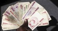 Le Zimbabwe de Mugabe supprime totalement ses dollars, devenus inutilisables en raison de l'hyperinflation