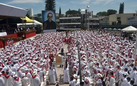 canoniser Monseigneur Romero