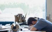 Nous manquons de sommeil! Commencer le travail avant 10 heures, une «torture», selon Paul Kelley, professeur à Oxford