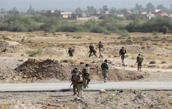 Etat islamique forces irakiennes progressent trois fronts
