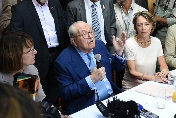 Jean-Marie Le Pen attaque Front national deux millions