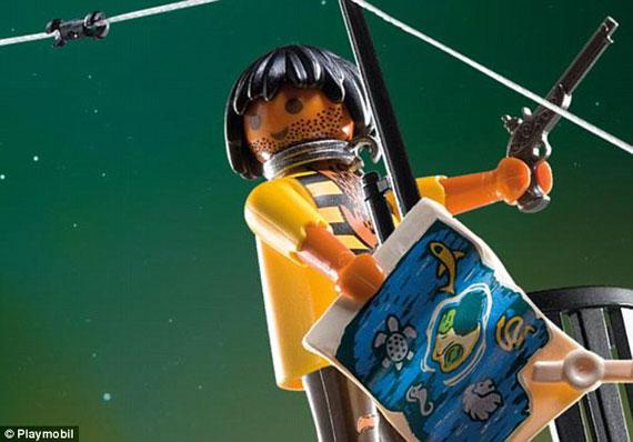 Playmobil Esclave noir bateau pirates accusations racisme