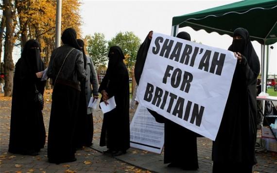 charia hommes musulmans vingt enfants Royaume-Uni baronne Cox