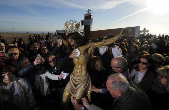 gouvernement Valence Laïcité événements religieux interdits processions membres Espagne
