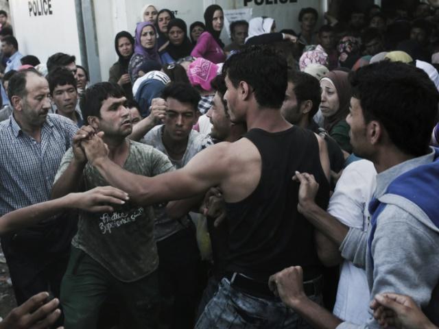 jeune Iranien converti christianisme roué coups clandestin afgan