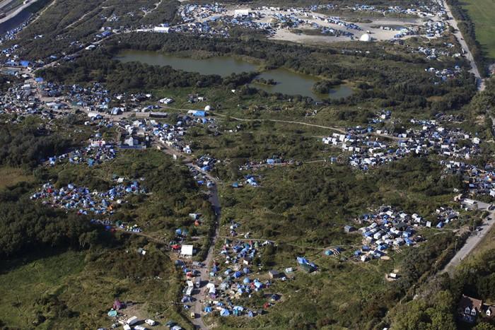 vue aérienne nouvelle jungle Calais clandestins photo
