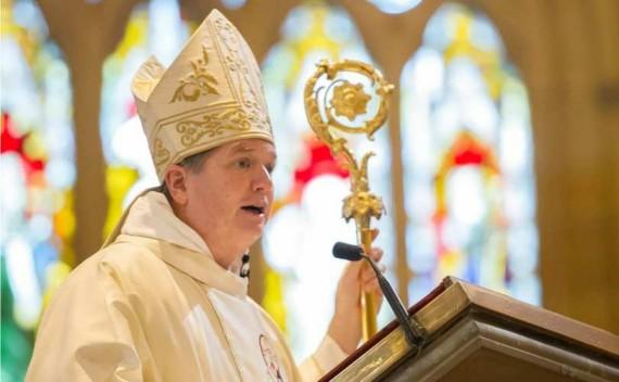 Australie évêque poursuivi mariage homme femme
