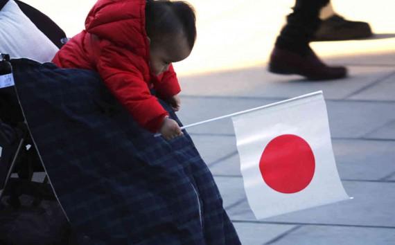 Shinzo Abe action politique baisse taux natalité Japon