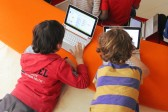 Les «natifs numériques» – les enfants qui ont grandi avec Internet – sont plus nombreux à croire tout ce qu'ils lisent en ligne