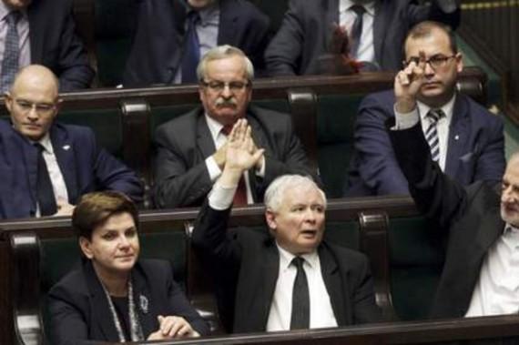 Bras fer Pologne Union européenne