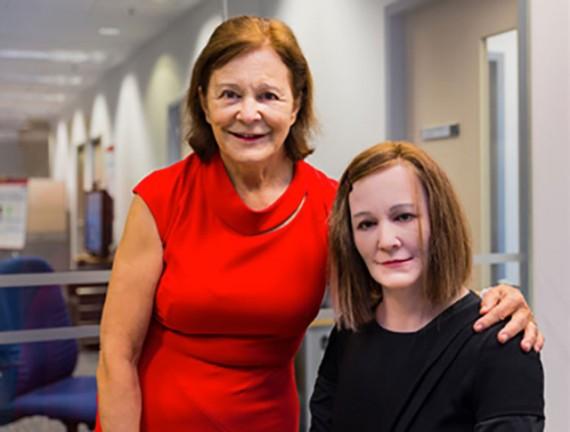 Nadine robot humanoïde fonctions réceptionniste université