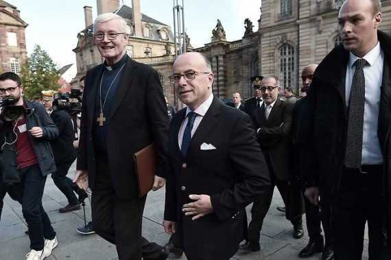 Bernard Cazeneuve Croix augmentation actes anti religieux