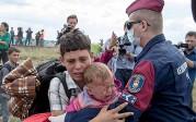 Pressions sur le Royaume-Uni: Cameron veut ouvrir la porte aux enfants, Jeremy Corbyn à tous les migrants de Calais et Dunkerque