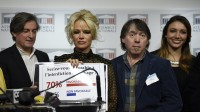 L'ancienne playmate américaine Pamela Anderson a pris la parole à l'Assemblée nationale pour sensibiliser les députés français sur le gavage des oies.