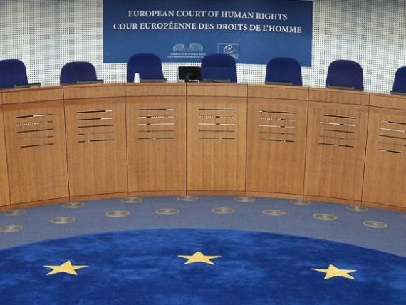 Cour européenne droits homme indemnise immigré illégal 10.000 euros